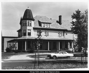 The Abbott Mansion during the years it struggled. Credit: Ravenswood Lake View collection, Sulzer Library