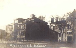 A 1905 photo of Ravenswood Elementary School. This was prior to the addition of the north and south wings by Alexander Hussander in 1912. Credit: Ravenswood School